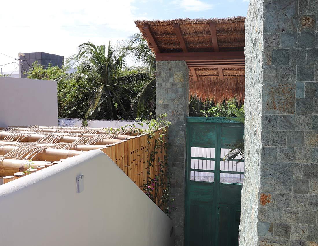 casa kamala front gates