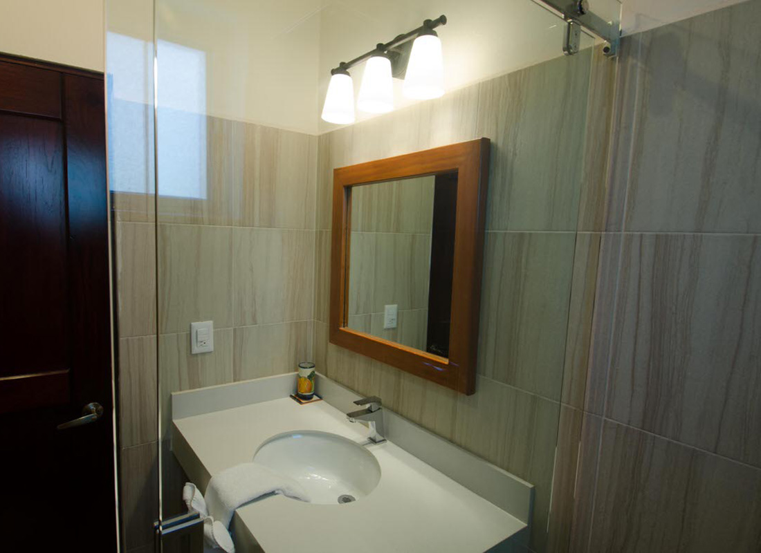 casa amarilla bathroom